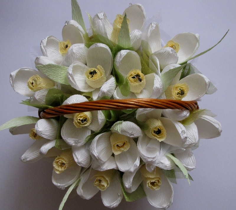 Цветы из конфет своими руками подснежники 18